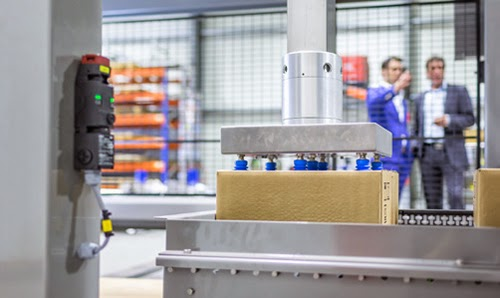 Omron helped New-Motion to develop a Gantry Robot-Palletiser